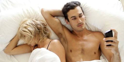 couple lying in bed thinking about breaking up